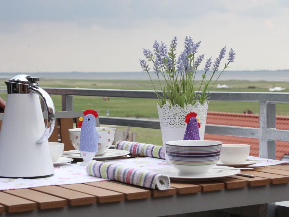 Vom Balkon aus den Blick auf's Wattenmeer genießen