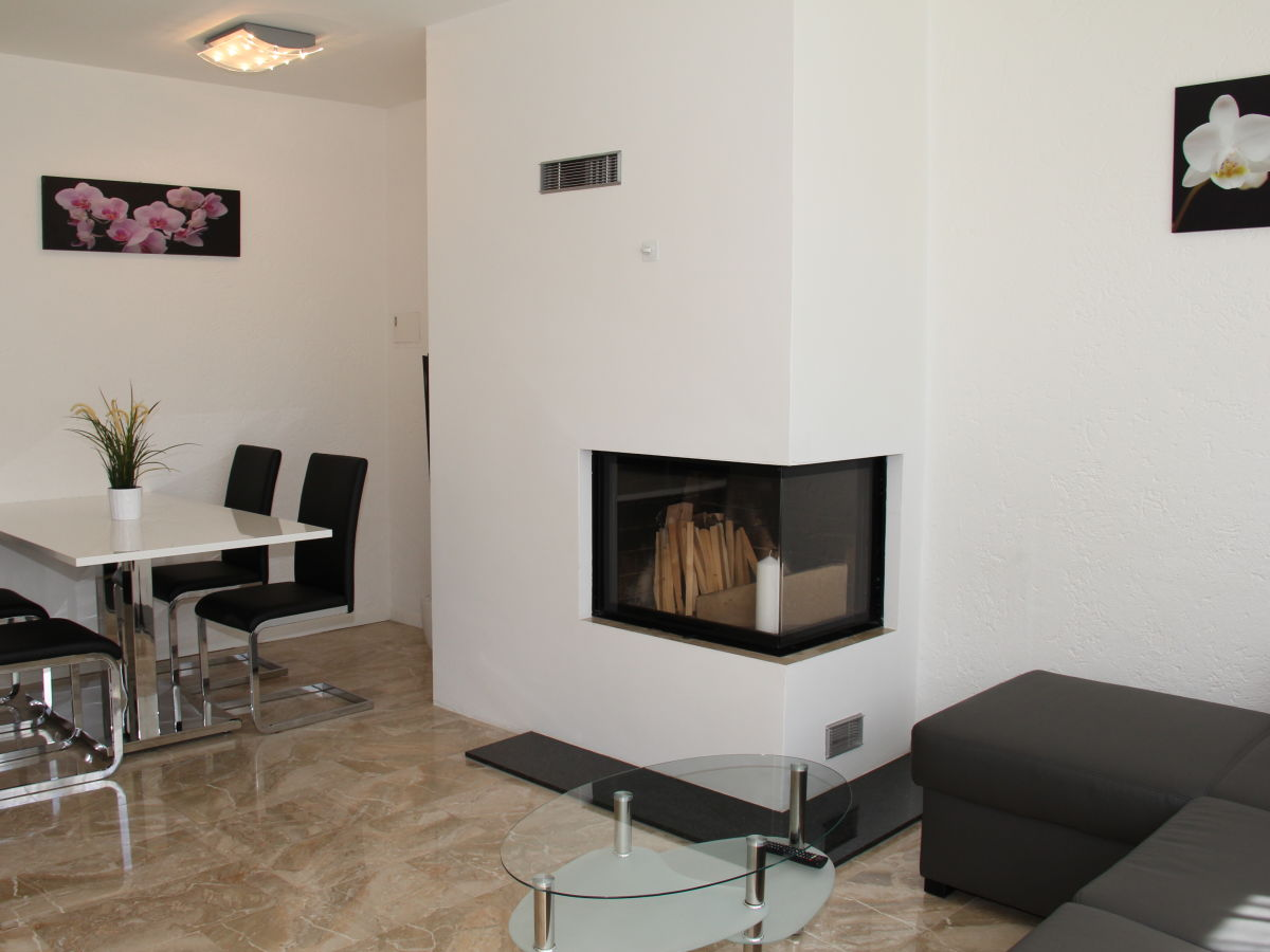 ferienwohnung condominio vorame locarno minusio firma holap herr peter ackle. Black Bedroom Furniture Sets. Home Design Ideas