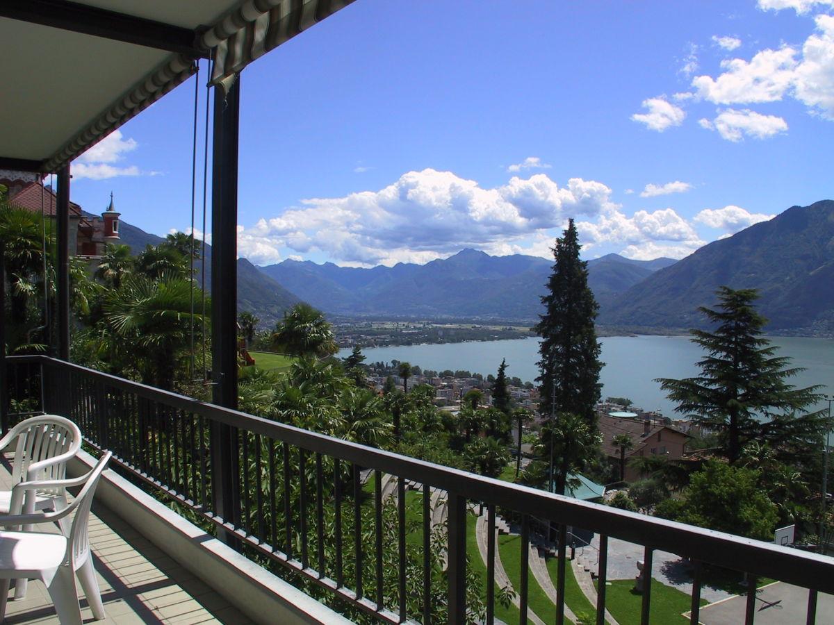 Ferienwohnung casa al parco lago maggiore firma holap for Lago maggiore casa