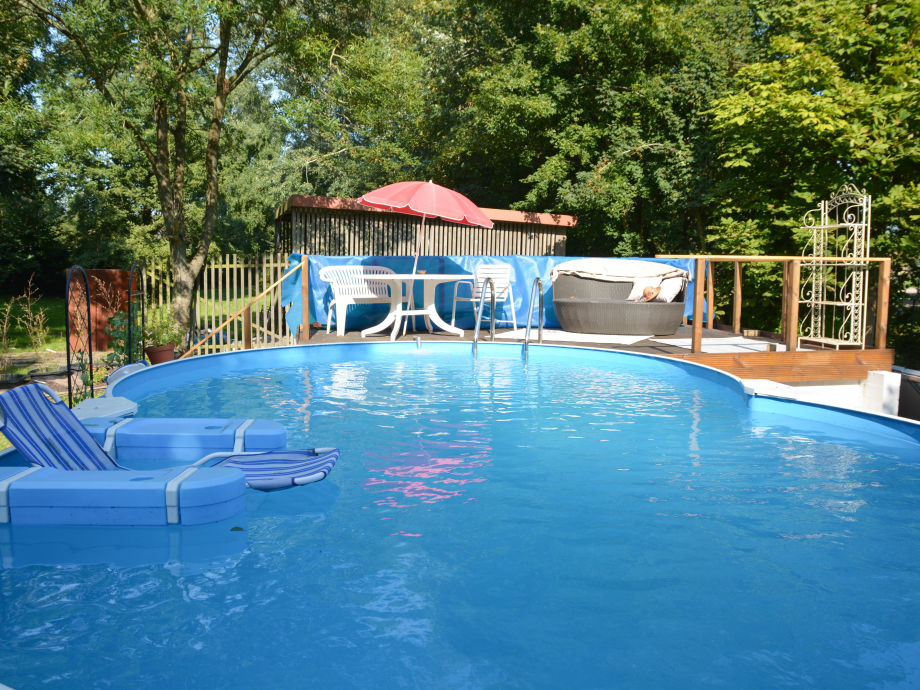 Pool (5x8 m) mit Sonnendeck