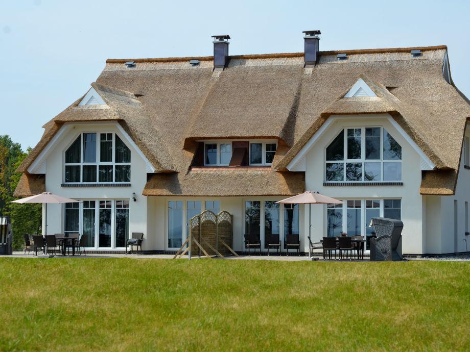Traumhaus mit Terrasse auf großem Grundstück