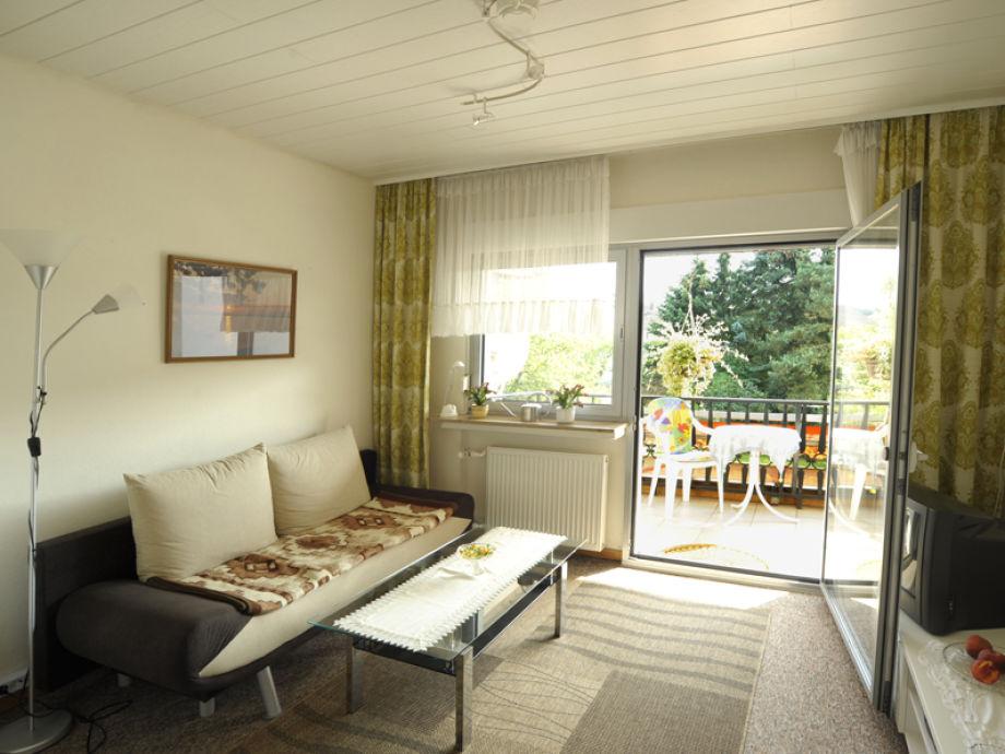 Wohnzimmer mit Balkon, 1. Etage