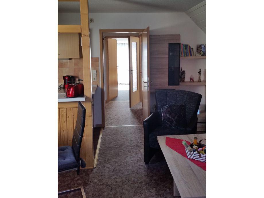 Blick vom Wohnzimmer zum Balkon