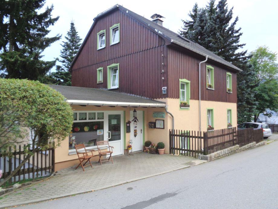 Pensionshaus mit Bäckereifiliale und Parkplatz