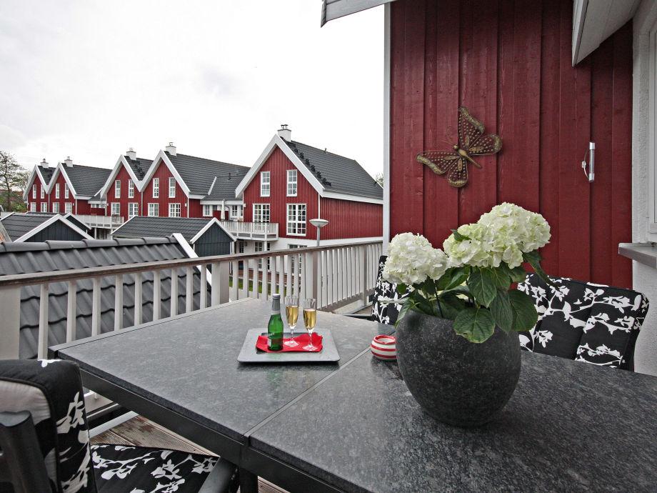 Balkon mit Blick aufs Hafendorf