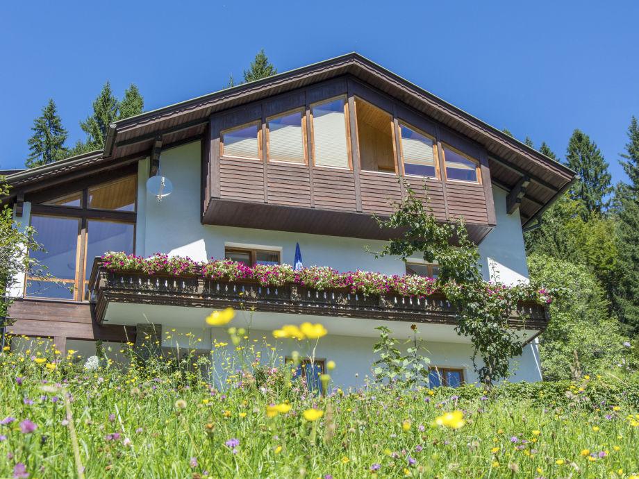 Waldhof im Sommer