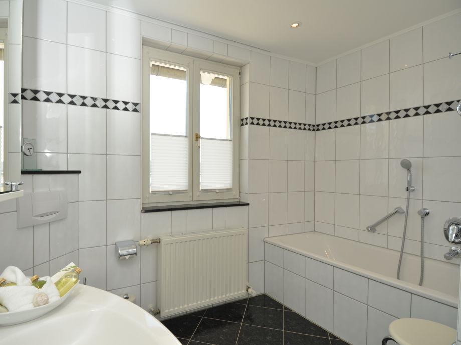 Kleines Bad Dusche Und Badewanne : Tageslicht Bad Mit Badewanne Und ...