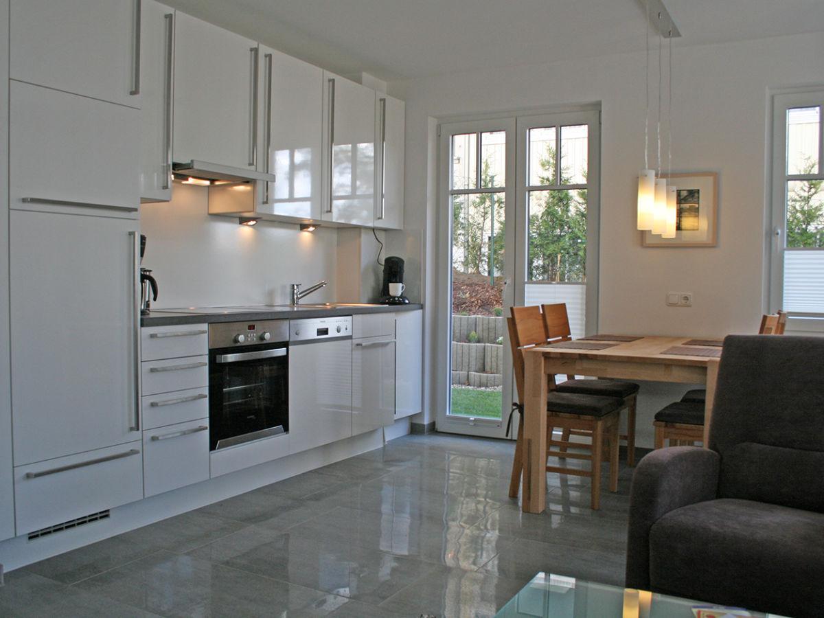 Ferienwohnung 2 villa rosa sellin auf rugen ostsee insel for Weisse küche hochglanz