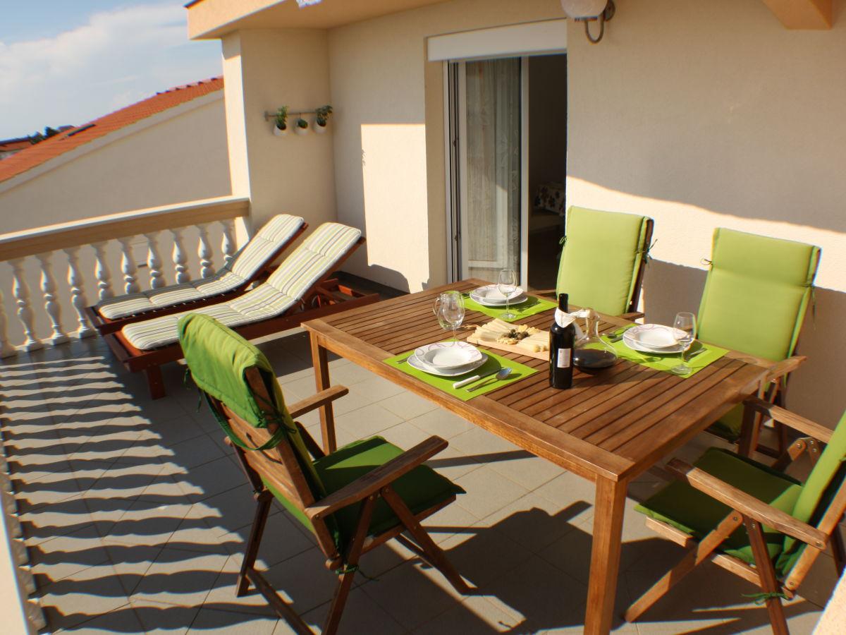 ferienwohnung iris kroatien mandre insel pag frau ksenija cemeljic. Black Bedroom Furniture Sets. Home Design Ideas