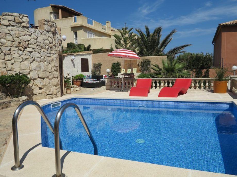 Außenaufnahme Casa Bandi mit Pool in Cala Ratjada
