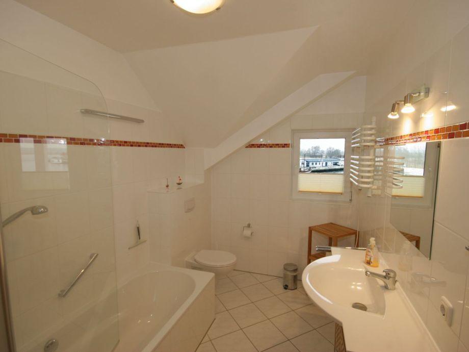 dusche dachschrage fenster kreatives haus design. Black Bedroom Furniture Sets. Home Design Ideas