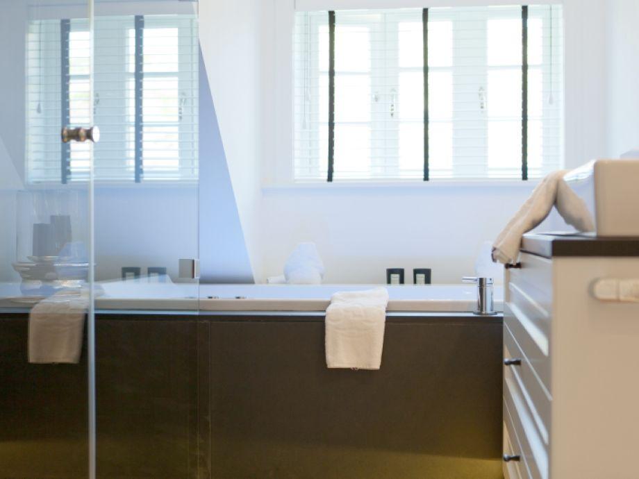 badewanne und dusche in einem 156 sebastian author at firma heiko benekefirma heiko beneke. Black Bedroom Furniture Sets. Home Design Ideas