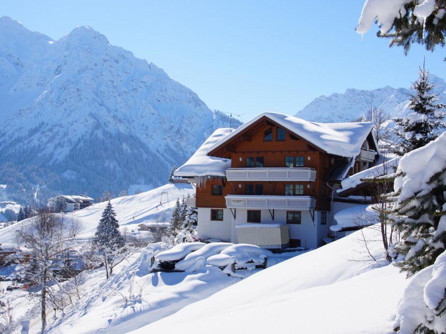 """Außenaufnahme """"Talblick"""" im Gästehaus am Berg"""