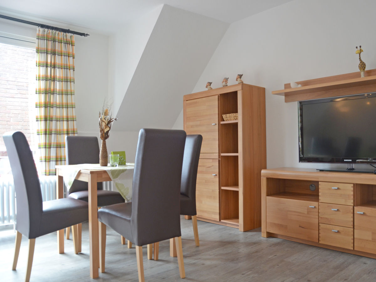 Kathi s appartement og ferienwohnung nr 4 norden for Wohnzimmer mit esstisch