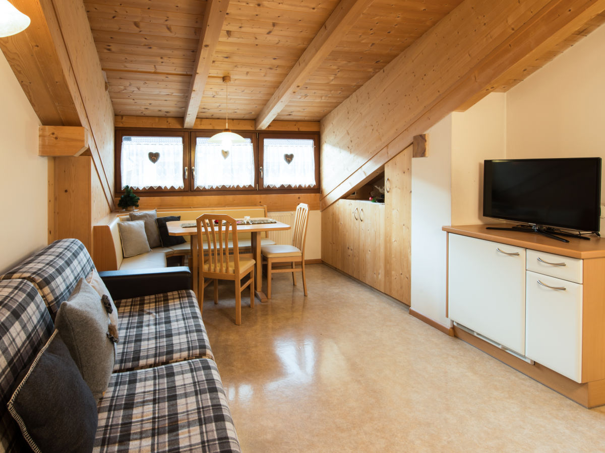ferienwohnung mussner gr den dolomiten frau claudia mussner. Black Bedroom Furniture Sets. Home Design Ideas