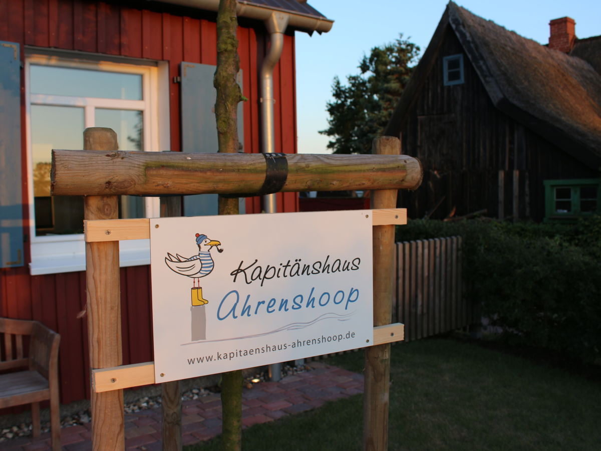 Kapitänshaus Ahrenshoop ferienhaus kapitänshaus ahrenshoop kajüte fischland darß zingst firma meerfischland
