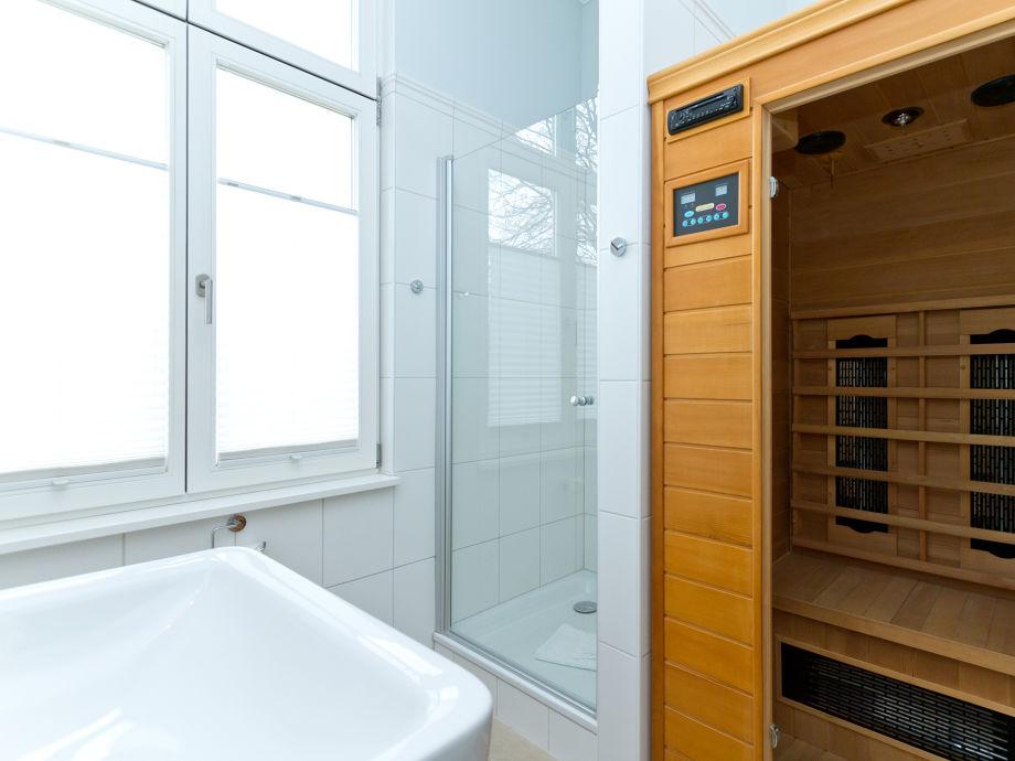 integrirte sauna ins badezimmer. Black Bedroom Furniture Sets. Home Design Ideas