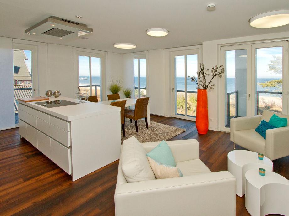 offener Wohn- Essbereich mit Kochinsel