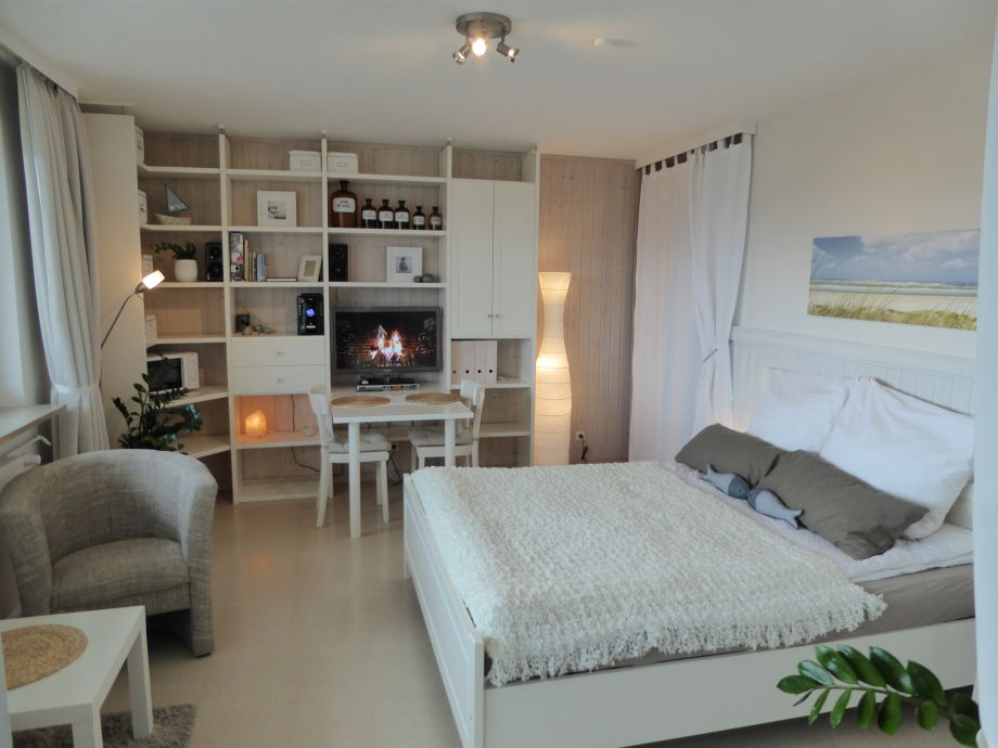 Living-/ and Bedroom