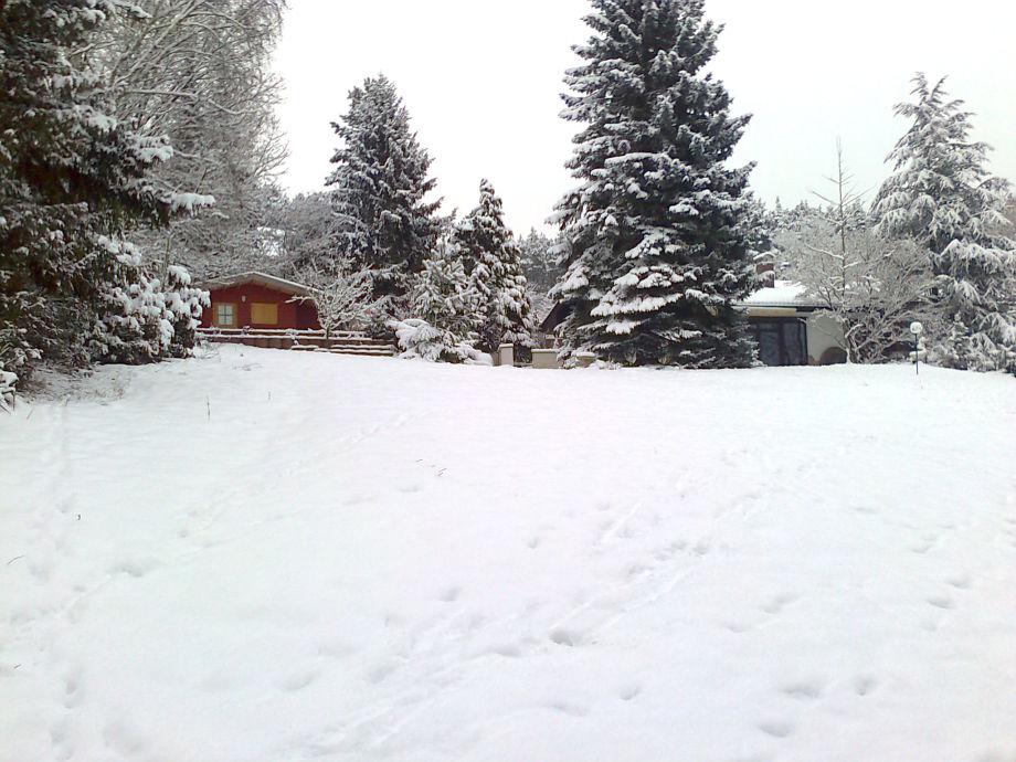 Gästehaus und Haupthaus im Schnee