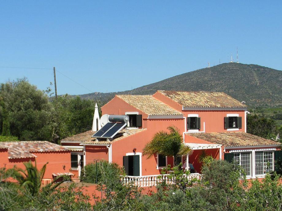 Ihre Casa Lugardos auf einem Hügel