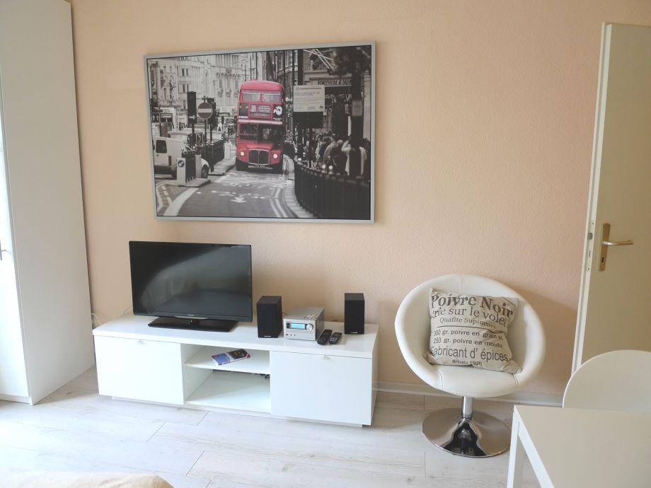 Blick auf TV und Bild
