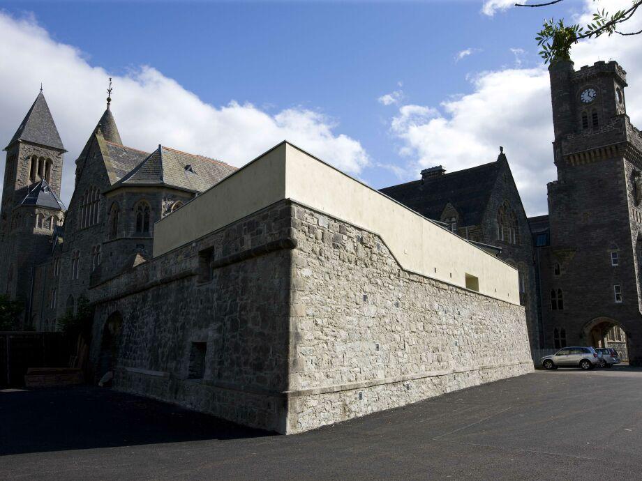 Die alte Fort-Mauer und Uhrturm