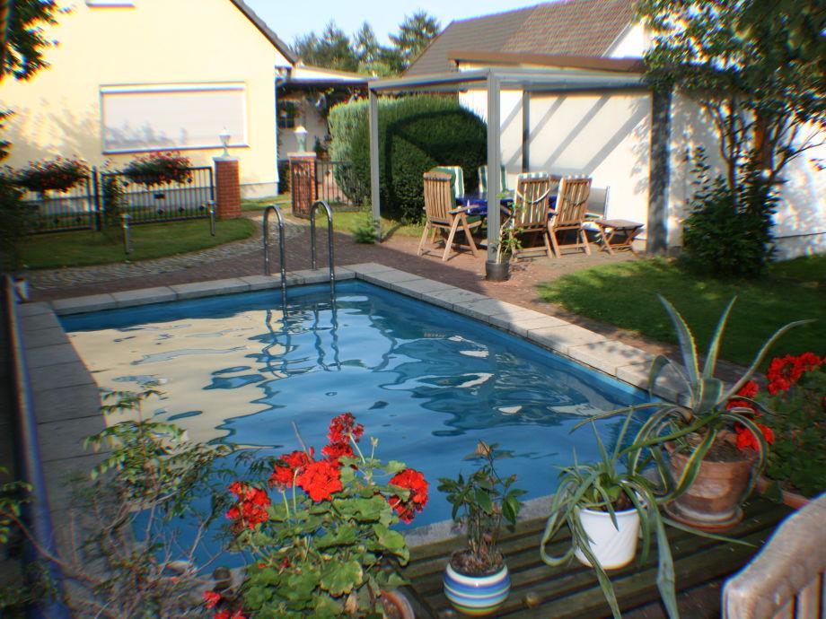 Swimmingpool mit Grillplatz