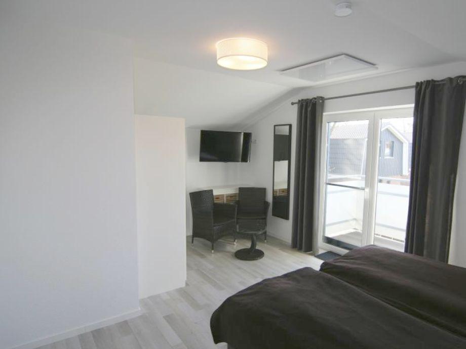 best tv im schlafzimmer ideas. Black Bedroom Furniture Sets. Home Design Ideas