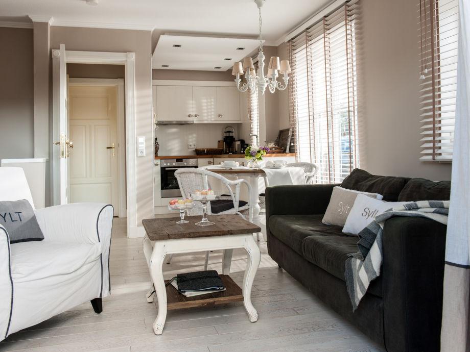 Wohnzimmer mit offener Küchenzeile