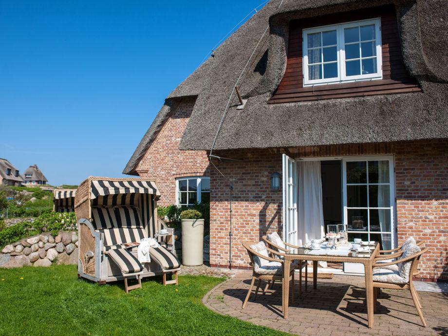 der Terrassenbereich mit schönem Garten