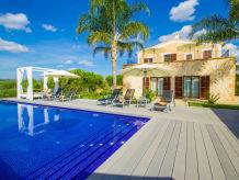 Ferienhaus Luxuslandhaus mit 7 Suiten | ID 780533