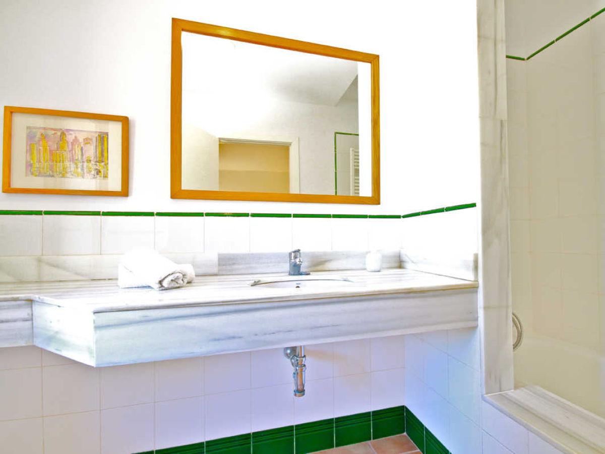 badewanne mit fu en best 28 images kleine und moderne badezimmer mit badewanne freshouse. Black Bedroom Furniture Sets. Home Design Ideas