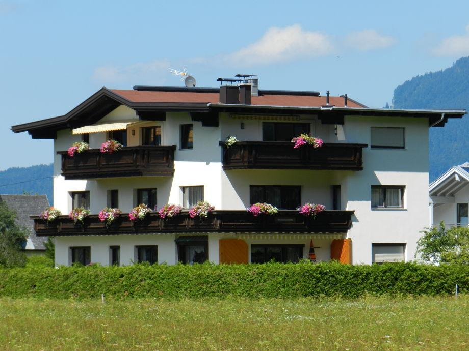 Unser Haus, am Ortsrand von Wiesen umgeben