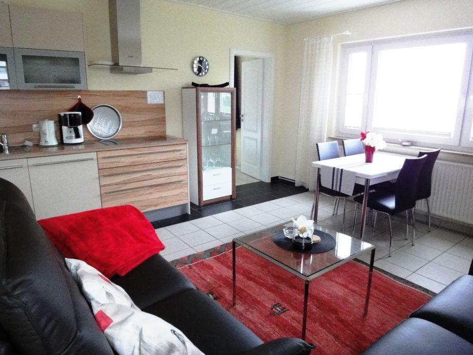 Wohnzimmer mit Küche u. Eßtisch