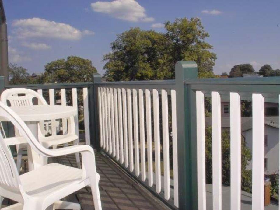 Blick vom Balkon aus über die Ahlbecker Dächer.