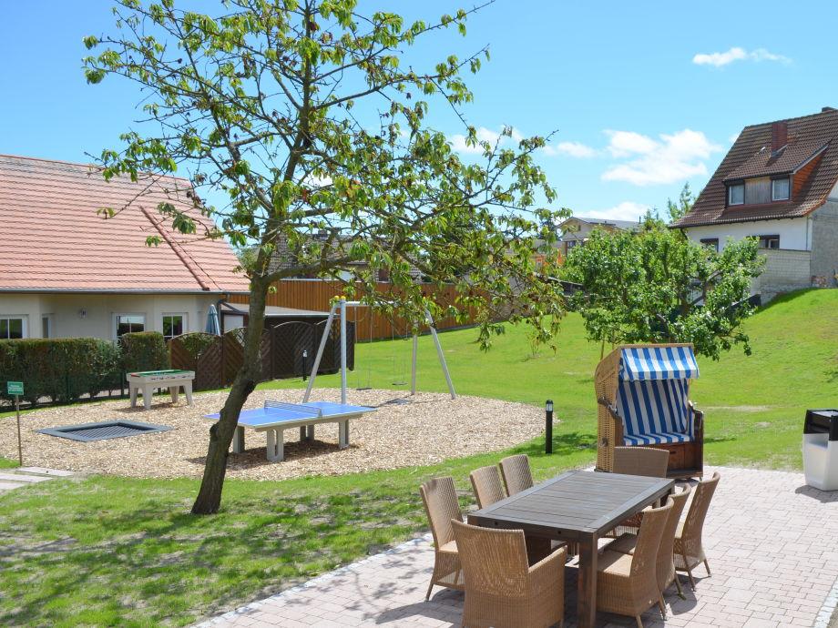 Wunderschöner Garten mit Grillecke und Spielplatz
