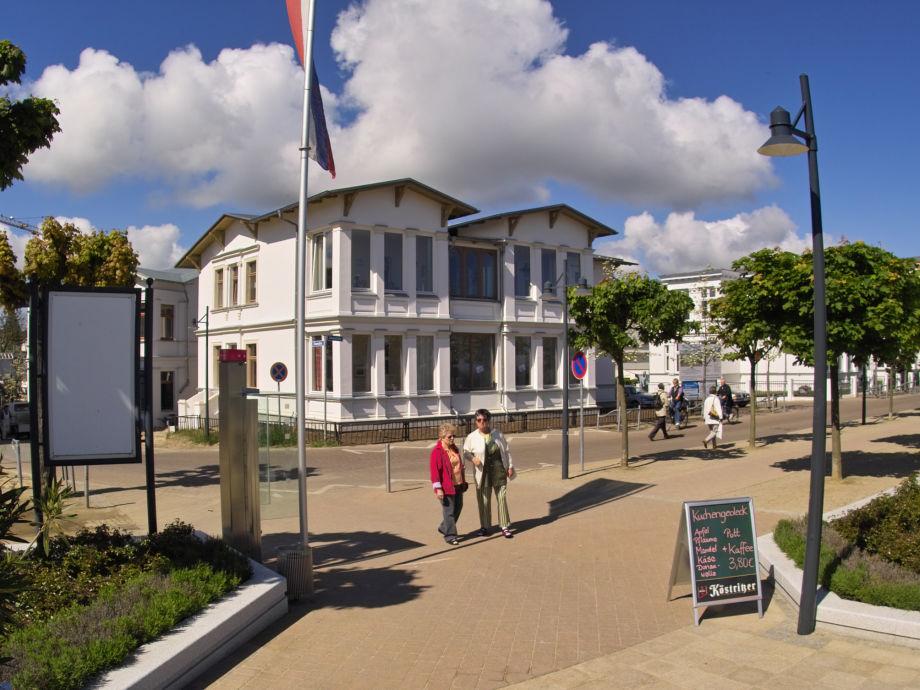 Blick von der Promenade auf das Haus