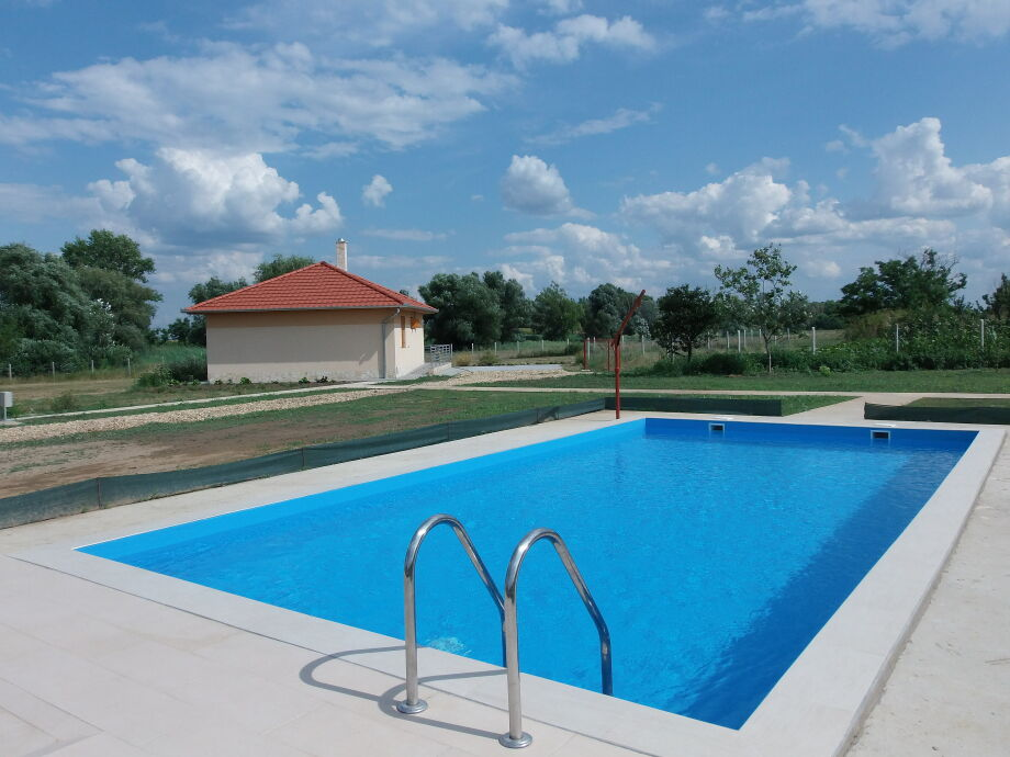 Schwimmbad 9x5 meter mit Liegewiese