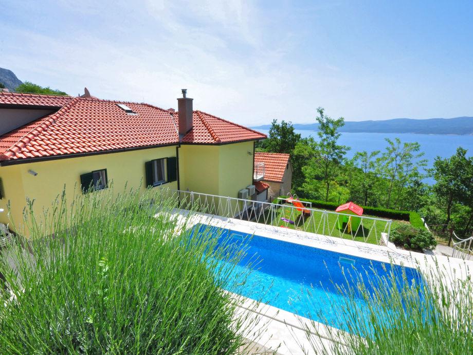Villa mit eigenem 24m2 Pool, Meer und Insel Aussicht