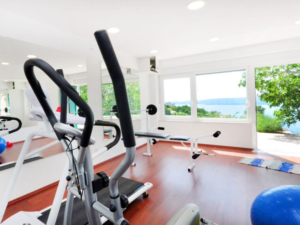 Villa Maruncela Omi Company Feriehome Mrs Mirjana Mrela Jetz Iron Gym With An Exercise Bike Stepper Bench Pilates Ball