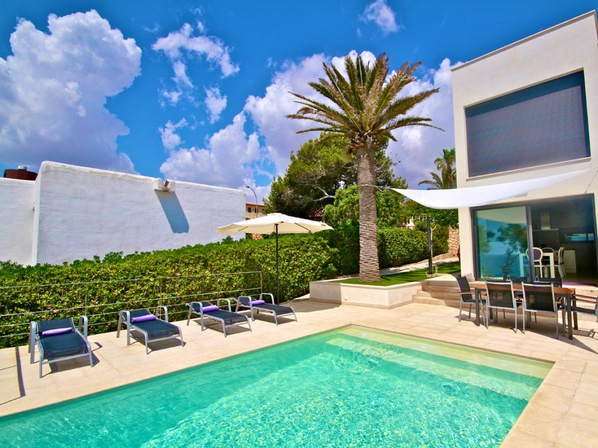 Ferienhaus luxus strandhaus randemar spanien balearen for Moderner baustil