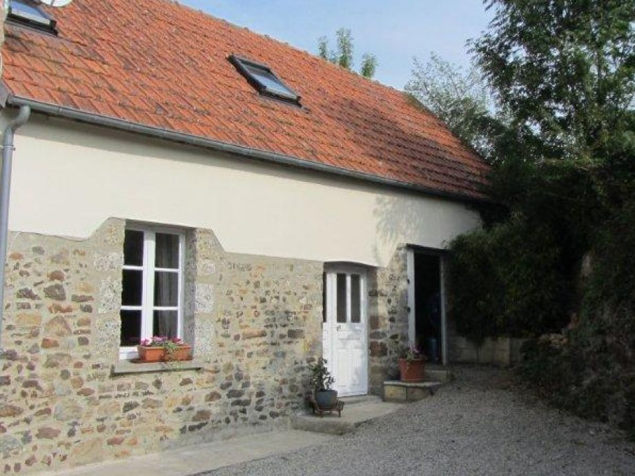 Le Noyer (Wlnut Tree Cottage)