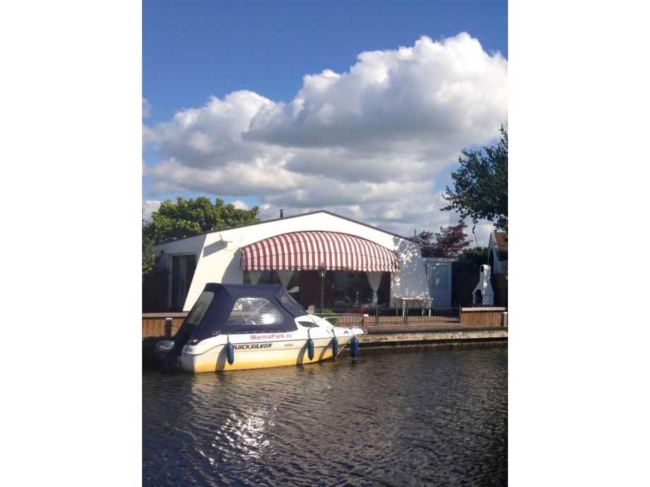 komf bungalow und bootsverleih ijsselmeer lemmer firma marinapark lemmer b v herr klaus. Black Bedroom Furniture Sets. Home Design Ideas