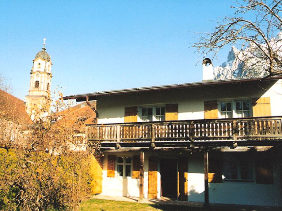Garten mit Blick auf den Kirchturm