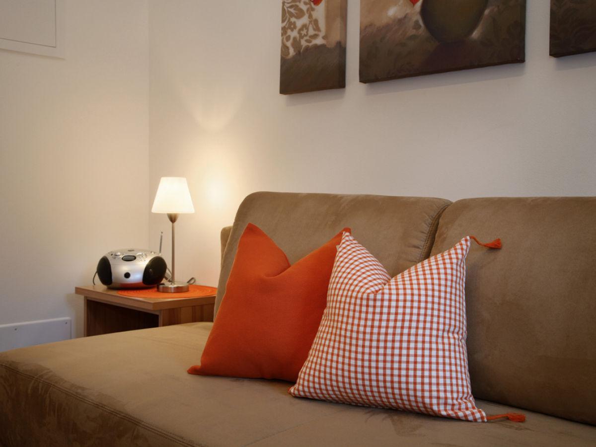 ferienwohnung st magdalena auf dem neuhauserhof meran. Black Bedroom Furniture Sets. Home Design Ideas
