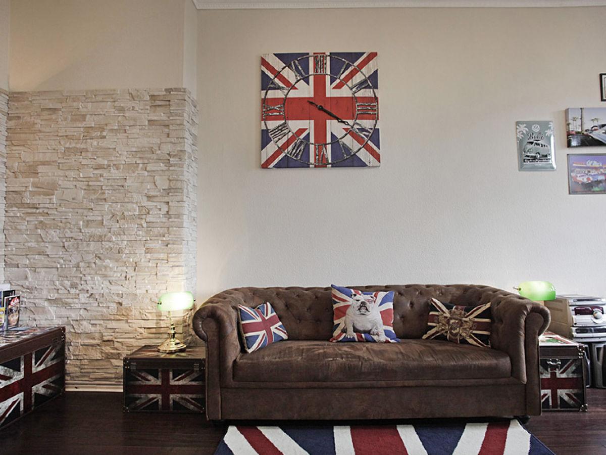 wohnzimmer chesterfield: TV, Kamin, BluRay-Player + Filme Chesterfield-Couch Chesterfield-Couch