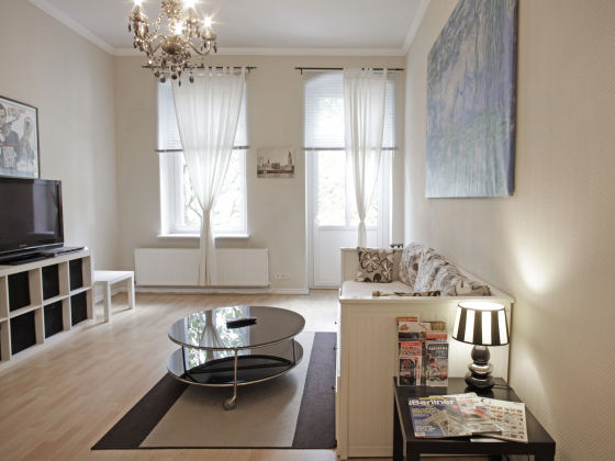 ferienwohnung altbauwohnung beletage berlin mitte herr. Black Bedroom Furniture Sets. Home Design Ideas