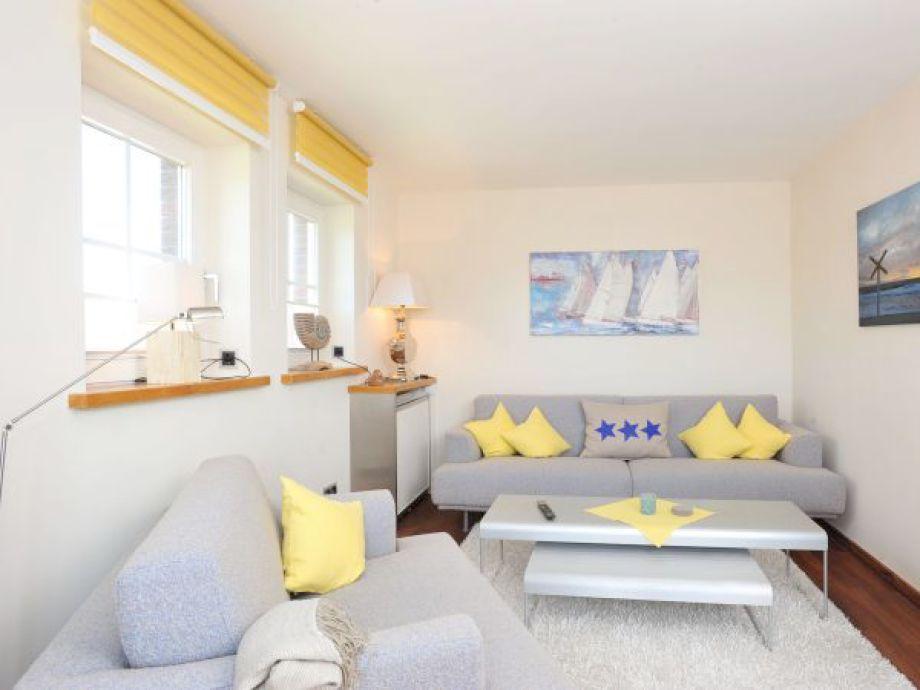 schönes Wohnzimmer in sanften Farben