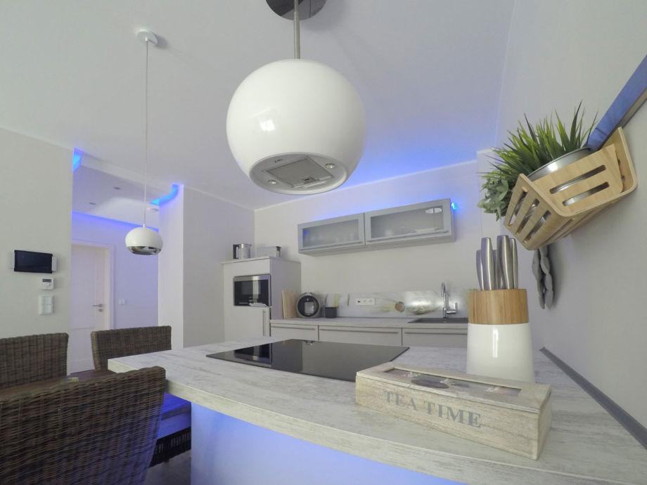 Küche mit Marken-Einbaugeräten